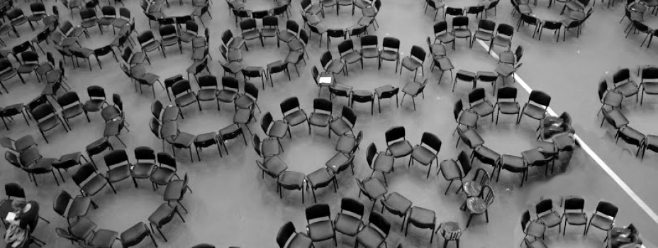 Roundtables in the hall